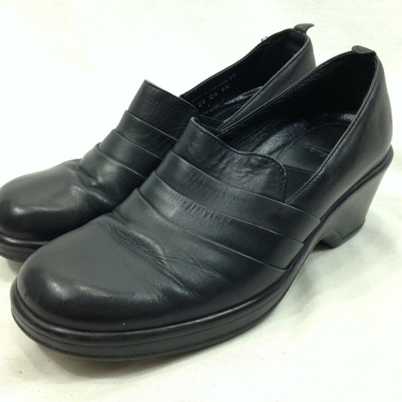 Dansko Shoes - Dansko Shoes Clogs Black Soft Leather Heels